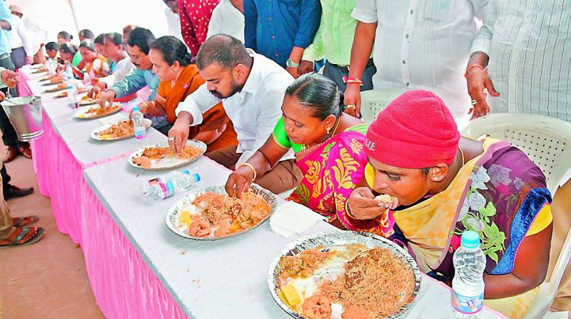 Irrigation minister Anilkumar Yadav has lunch along with the sanitary staff of Nellore Municipal Corporation in Nellore on Monday. He also distributed new clothes to them  as promised by him during the hustings. (Photo: DC)