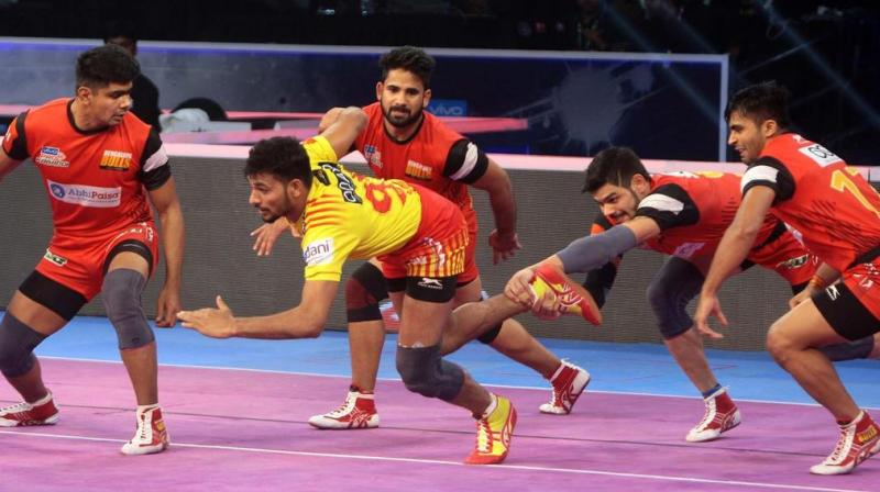 Gujarat will have their hopes pinned on star raider Sachin Tanwar, who has been consistent through the campaign. (Photo: Pro Kabaddi)