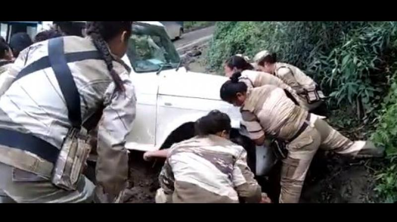 Anand Mahindra, Rijiju laud Naga Women Battalion drawing Bolero from ditch; see video