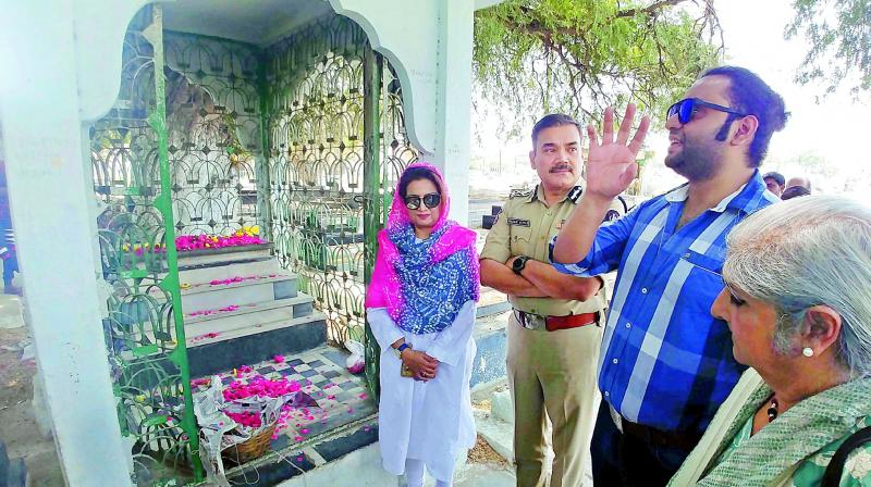 Hyderabad police commissioner Anjani Kumar pays tribute to Ustad Bade Ghulam Ali Khan along with the renowned classical singer's great grand son Fazle Ali Khan and his wife Samina Raza Ali Khan on his 117th birth anniversary at the Daira Mir Momin in Hyderabad on Tuesday.  (Photo: P. Surendra)