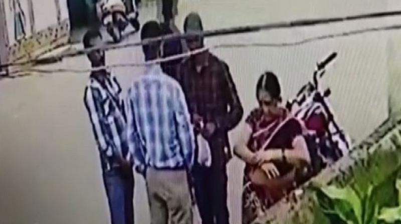 The cheaters told her that the government had enacted a new law which forbids people from wearing gold ornaments in public places and asked her to put the ornaments in a small bag before heading home. (Photo: ANI)
