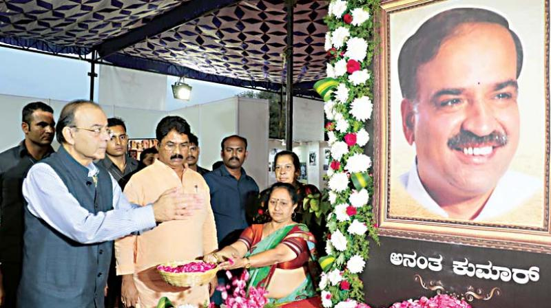 Union Minister Arun Jaitley offers floral tribute to senior BJP leader Ananth Kumar who passed away a few days ago, in Bengaluru on Thursday – DC