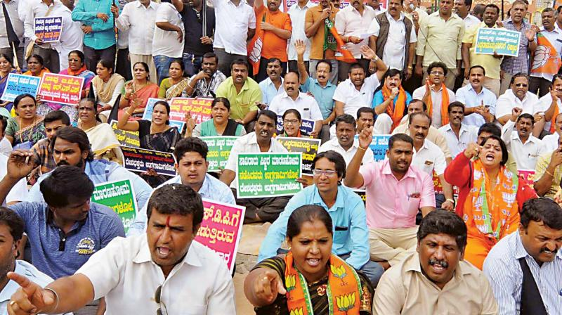 BJP activists protest against Siddaramaiah for his remarks against their party and its frontal organisations. (Photo: KPN)