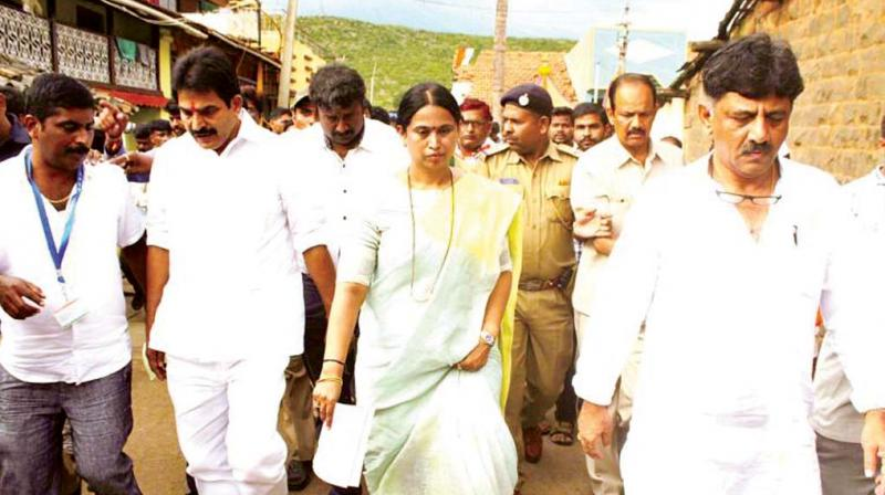 A file photo of AICC general secretary in-charge of Karnataka K.C. Venugopal and state Mahila Congress chief Laxmi Hebbalkar in Belagavi.