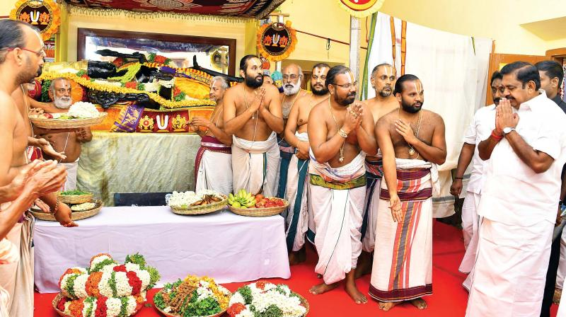 Chief Minister Edappadi K. Palaniswami worshipping Athi Varadar at Kancheepuram on Tuesday. (Photo: DC)
