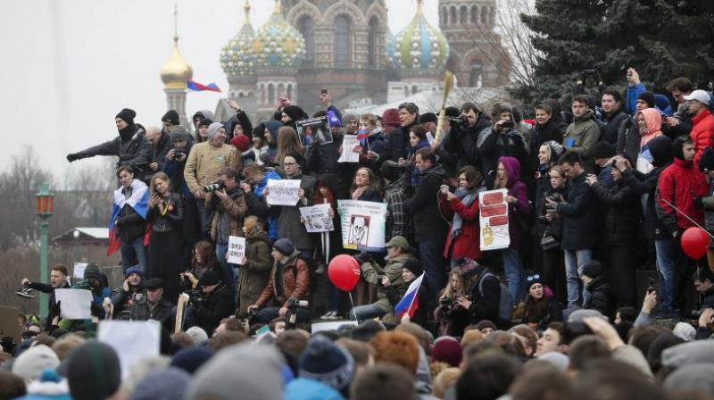 """were shouting """"Freedom to Navalny"""" after the politician himself was picked up by police on his way to the protest in the stairwell of his building. (Photo: Representational/AP)"""
