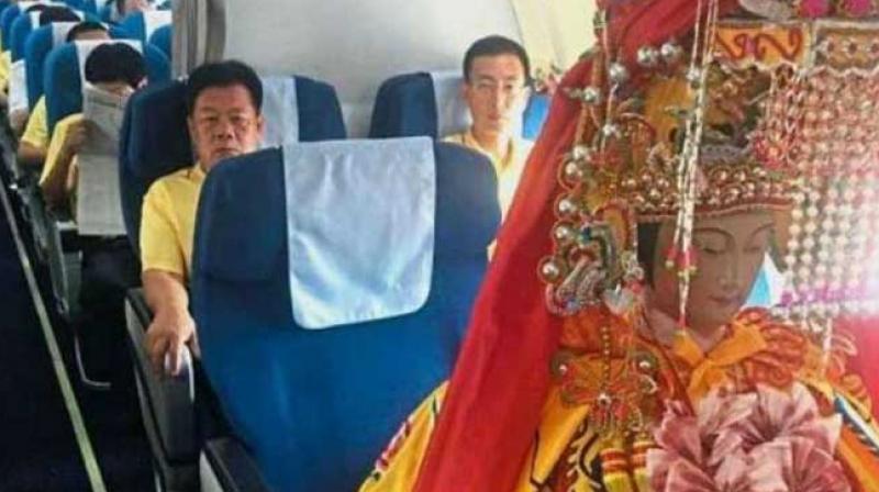 Chinese deities seen flying business class, become online sensation. (Photo: Shanghaiist.com)