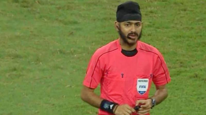 Singaporean Sikh referee faces racist abuse on social media after Inter-Chelsea game #Singapore News Singapore Tushaar Kuthiala Tuesday, August 1st 2017     Singaporean Sikh referee Sukhbir Singh found himself at the centre of a controversy after the International Champions Cup football match. (Photo: Facebook)