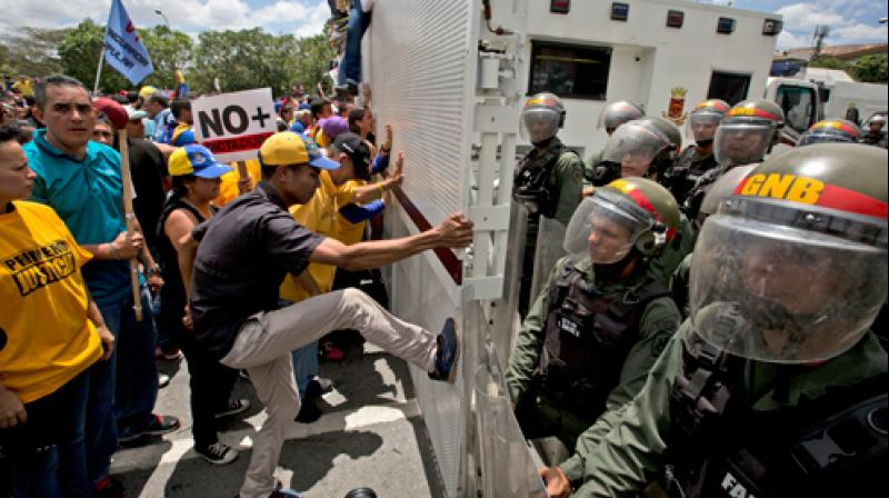 """In a statement, the Venezuelan Red Cross said it had received """"medicines, medical supplies and power generators"""" that will be distributed in hospitals across the country, which is experiencing the worst crisis in its recent history. (Photo: AP)"""