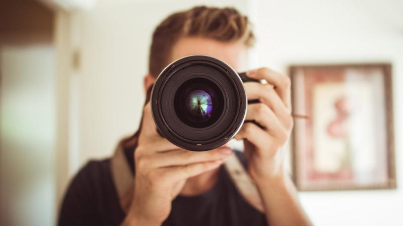Taking photos daily reduces loneliness. (Photo: Pexels)