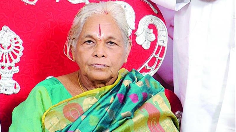 73-year-old Indian woman gives birth to twin girls