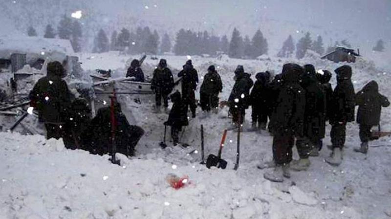 A passenger vehicle was hit by a huge avalanche of snow at Khooni Nallah near Sadhan Top on the Kupwara-Tangdhar road on Friday. (Photo: PTI/Representational)