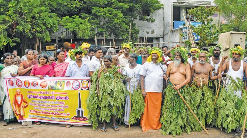 Farmers' leader P. Ayyakannu leads a protest to demand reservation for denotified tribes in Tiruchy on Friday. (Photo: DC)