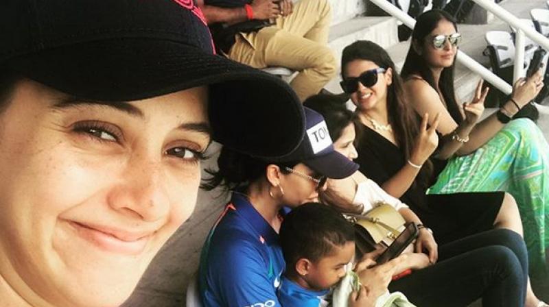 Hazel Keech, Sagarika Ghatge, Sakshi Dhoni and Aesha Dhawan spending time at Sabina park . (Photo: Twitter/Hazel Keech)