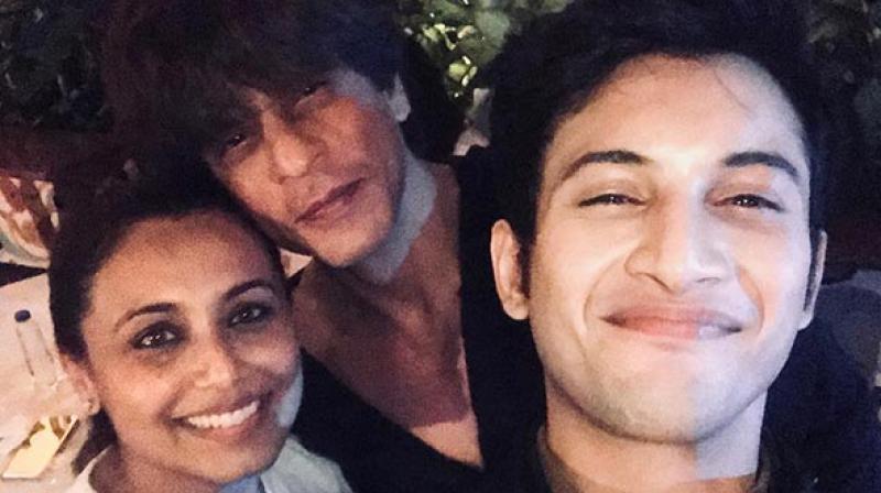SRK, Rani pose for a selfie.