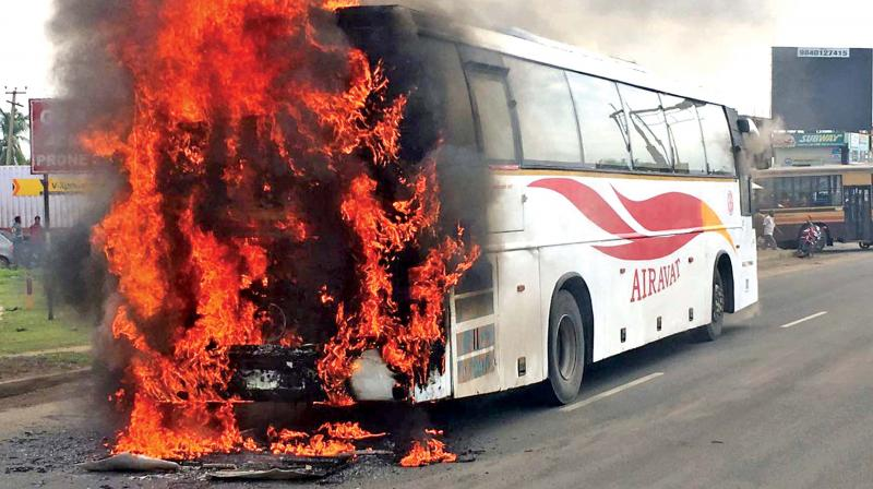 Fire which first broke out in the rear portion of the Karnataka government's luxury Volvo bus spread to the entire vehicle and gutted it near Poonamallee. All 43 passengers onboard the bus were disembarked before the fire spread.(Photo: DC)