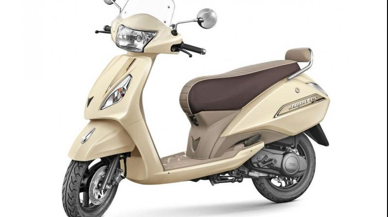 Styling has been done to look retro-esque with the brown and beige seat having white piping and a rear backrest.