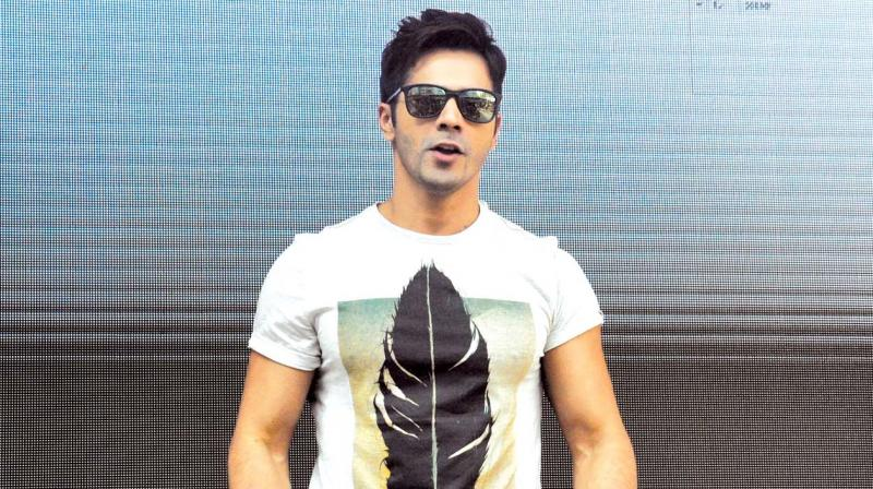 Varun Dhawan apologises for selfie stunt on the streets of Mumbai
