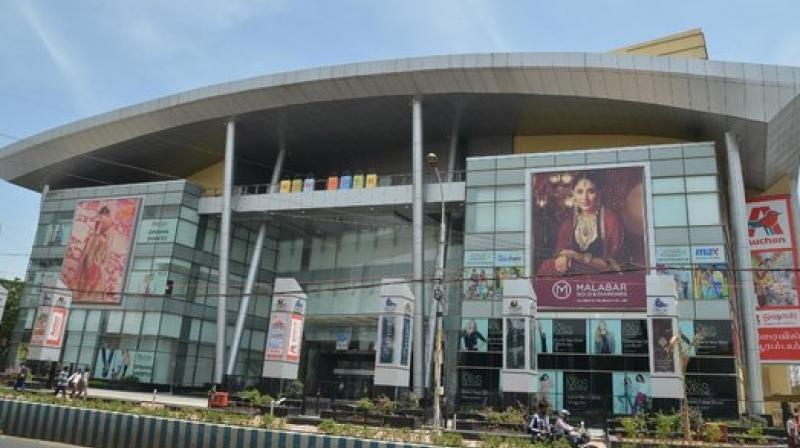 Chennai Be Graduate Jumps To Death In Shopping Mall