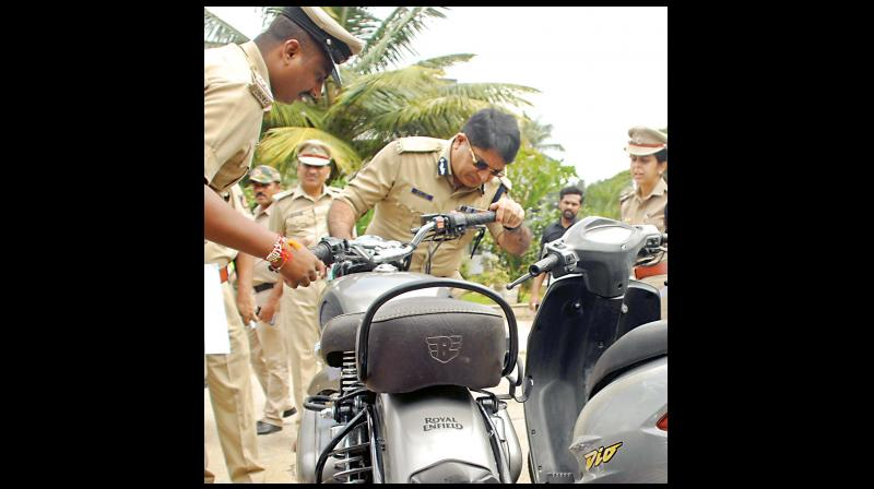 City Police Commissioner Bhaskar Rao inspecting the recovered vehicles, jewellery and others items during the property parade by South Police at NIMHANS grounds in Bengaluru on Tuesday. 	—KPN