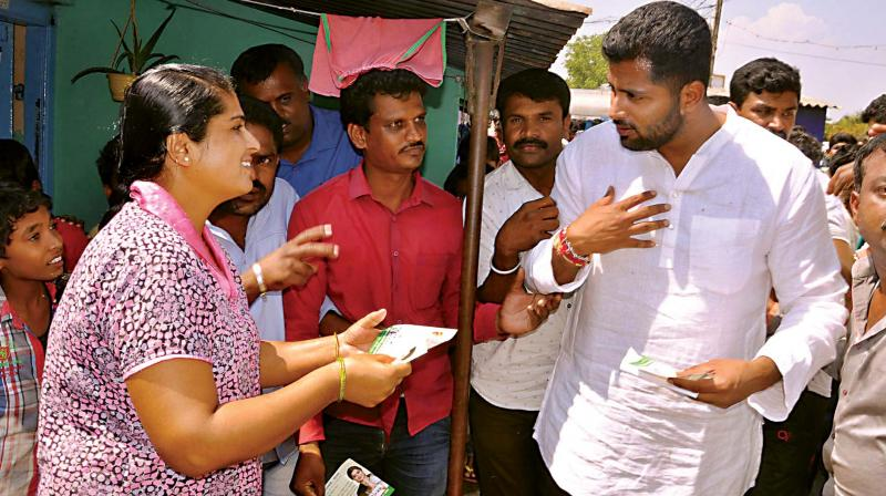 Actor Abhishek campaigns for his mother and independent candidate Sumalatha Ambareesh at Chikkamandya in Mandya constituency on Thursday (Photo: KPN)