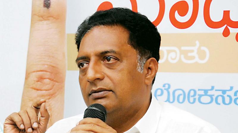 Actor and independent candidate for Bangalore Central Prakash Raj at the Meet-the-Press programme in Bengaluru on Thursday /(Photo: KPN)