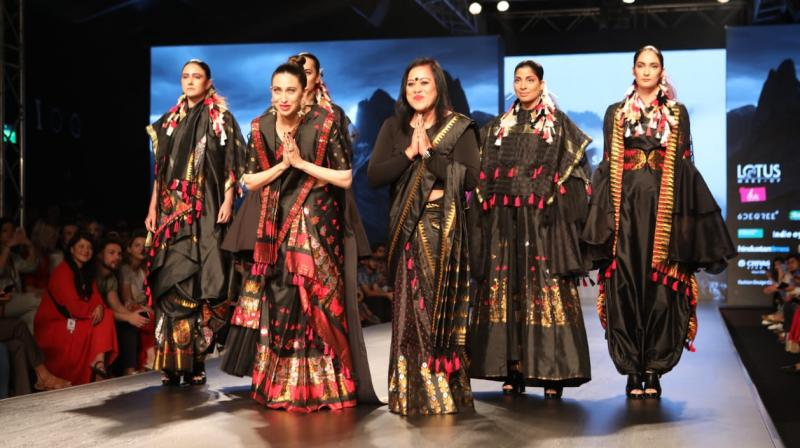Showstopper Karishma Kapoor looked graceful in Mehkla Chador. (Photo: FDCI)
