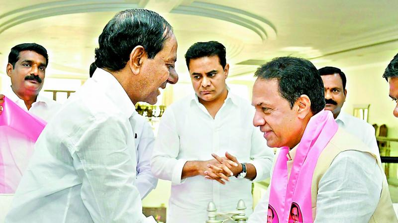 Former speaker K.R. Suresh Reddy greets TRS chief and caretaker Chief Minister K. Chandrasekhar Rao after joining the party on Wednesday.