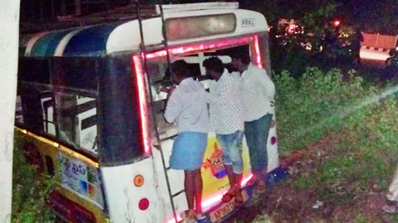 After colliding with the vehicle, the bus swerved and drove into a roadside field. (Photo: DC)
