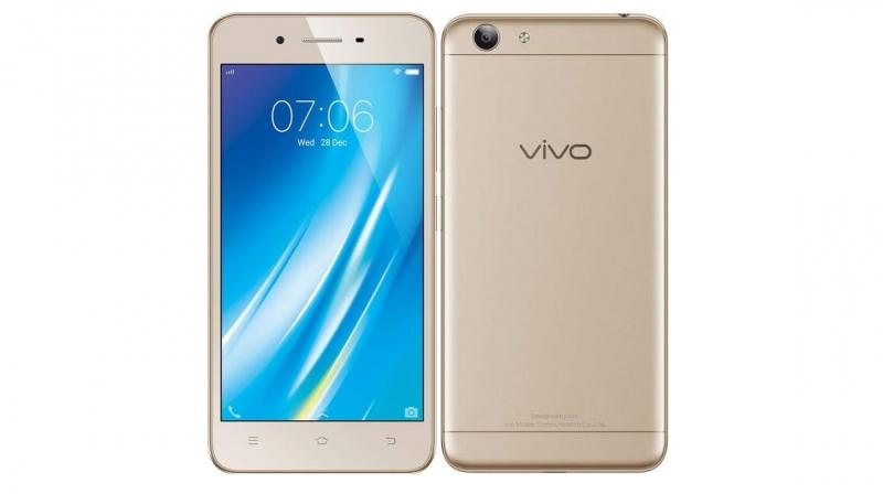 The device packs an 8MP rear camera with LED flash and a 5MP front camera for selfie-lovers.