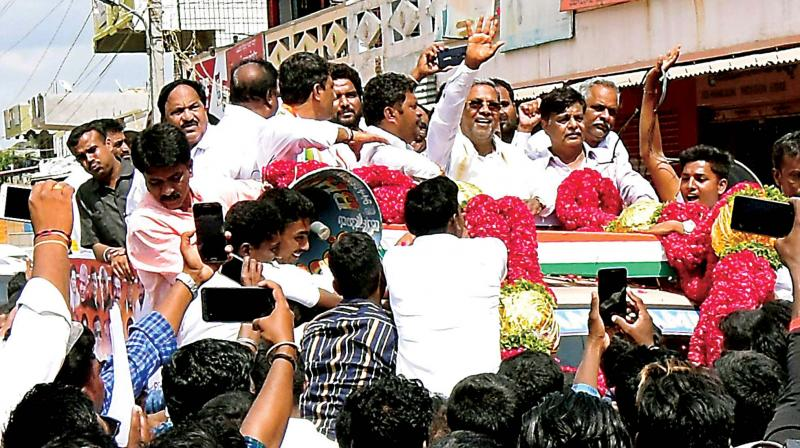 Former CM Siddaramaiah campaigns for Congress candidate H.P. Manjunath in Hunsur on Wednsday