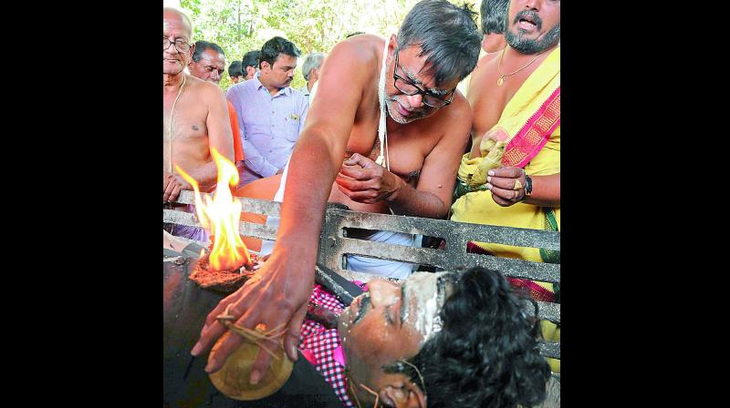 Family members perform the final rites during Srinivas Kuchibhotla's funeral in the city. Kuchibhotla was murdered in a race crime on February 22, in Kansas, United States (Photo: DC)
