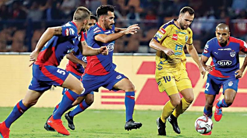 Matej Poplatnik, second right, of Kerala Blasters FC takes control of the ball during the Hero Indian Super League (ISL) match  (Photo: AP)