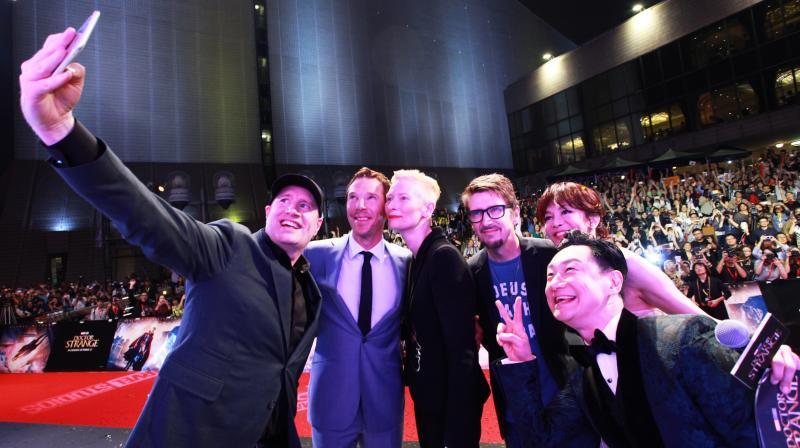 'Doctor Strange' team poses for a selfie.