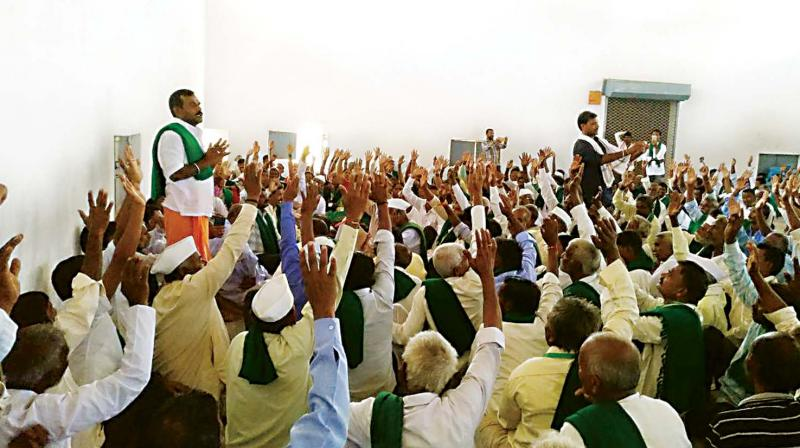 A farmers meeting in progress in Nargund on Wednesday to discuss the Mahadayi water sharing row with Goa. (Photo: DC)