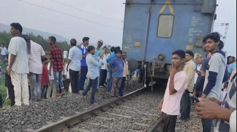 A team of technicians was later deployed by railways to connect engine with the bogies. This led to the delay of few other trains that were running on the route. (Photo: ANI)
