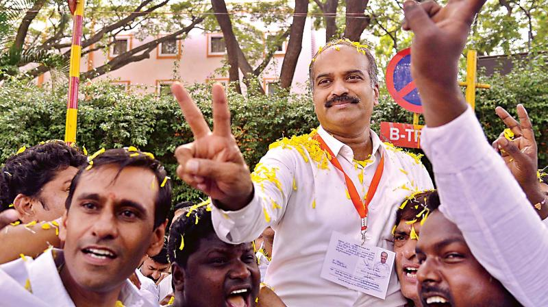 BJP candidate P.C. Mohan flashes the V-sign after winning Bangalore Central a third time (Photo: DC)