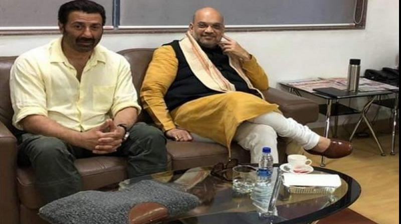 BJP president Amit Shah met Bollywood actor Sunny Deol at Pune Airport lounge on Friday evening. (Photo: ANI)