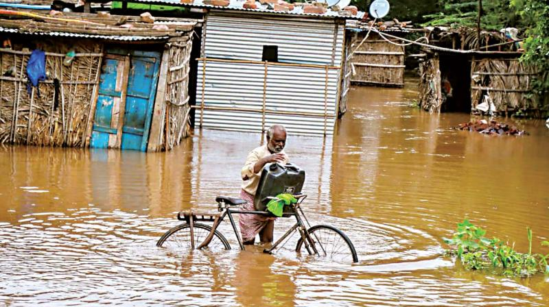 The flow of water from Maharashtra dams gradually increased to more than 4 to 4.5 lakhs cusecs per day and this resulted in the disastrous floods in Karnataka.
