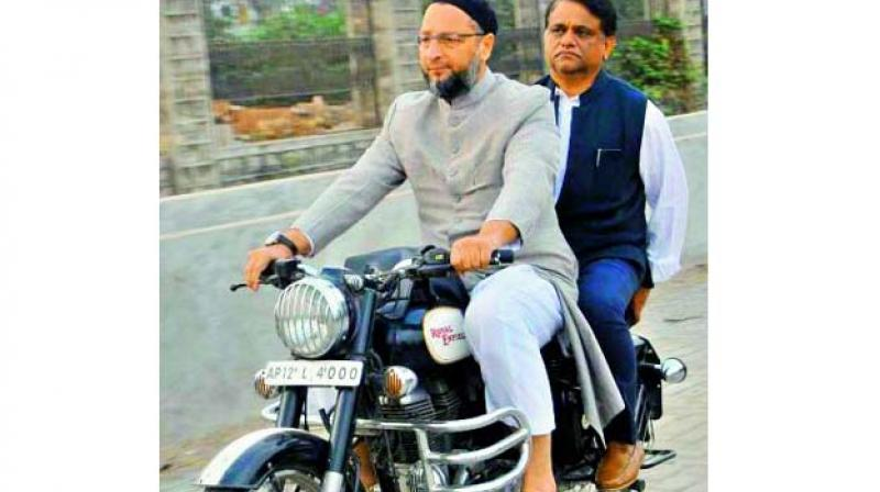 MP Asaduddin Owaisi and Principal Secretary Arvind Kumar were spotted riding without helmets during an inspection visit of the contructions near Mir Alam Tank. Mr Arvind Kumar clarified that though no official challan was issued, as the area does not fall under 'public roads', he voluntarily paid the challan of Rs 135.
