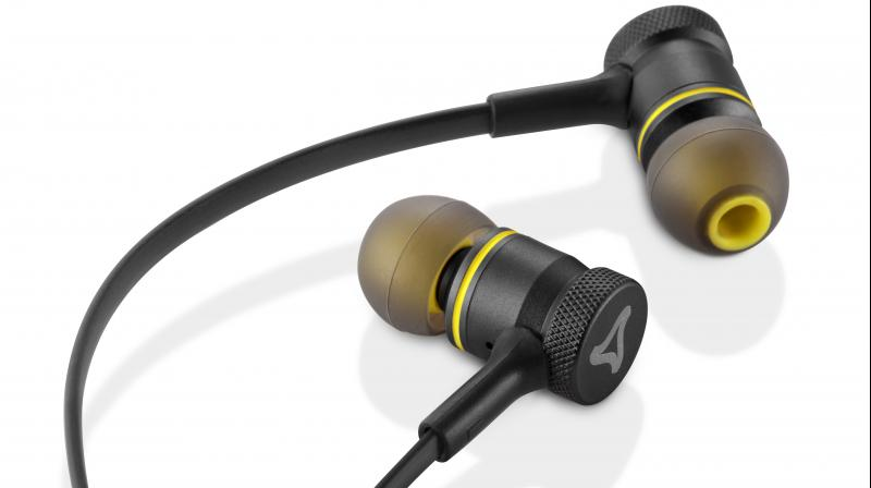 The metal earbuds of Ultrabass earphones are comfortable, are available in all ear sizes.