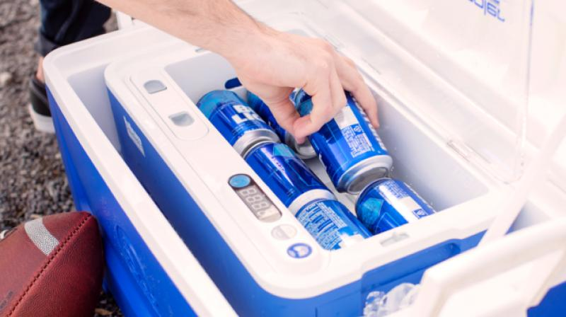 The Qooler spins bottles and cans at 500 rpm.