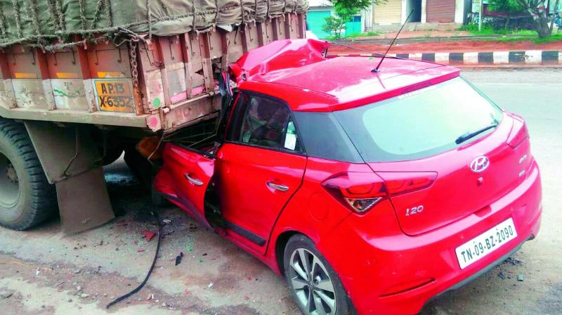 Hyderabad: Techie killed as car hits truck