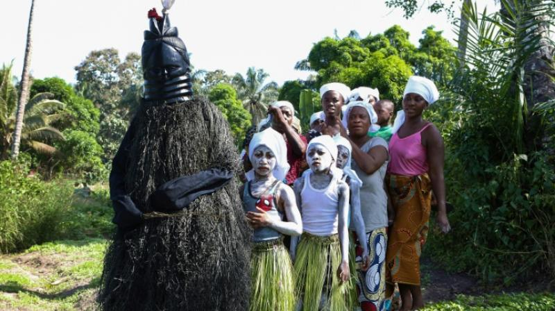 The challenge is to eliminate female genital mutilation, but not the Bondo culture. (Photo: AFP)