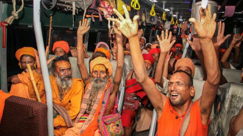 The first batch of nearly 3,000 pilgrims left the Bhagwati Nagar base camp here amid tight security. (Photo: PTI)