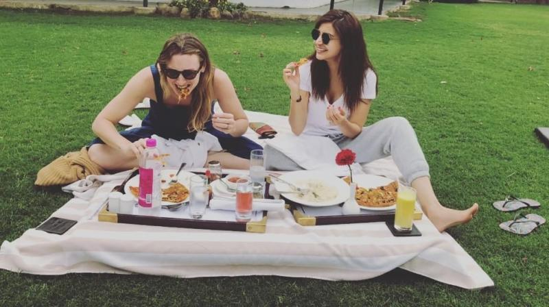 Anushka Sharma chills with a friend before 'Sui Dhaaga' shoot.