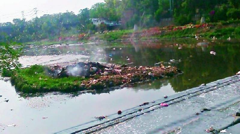 n Fencing of the Musi has proved to be ineffective and they are chalking out alternative plans to stop residents living along the river from dumping.