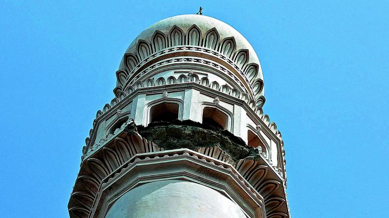 A small portion of the stucco of the Charminar minaret collapsed recently.