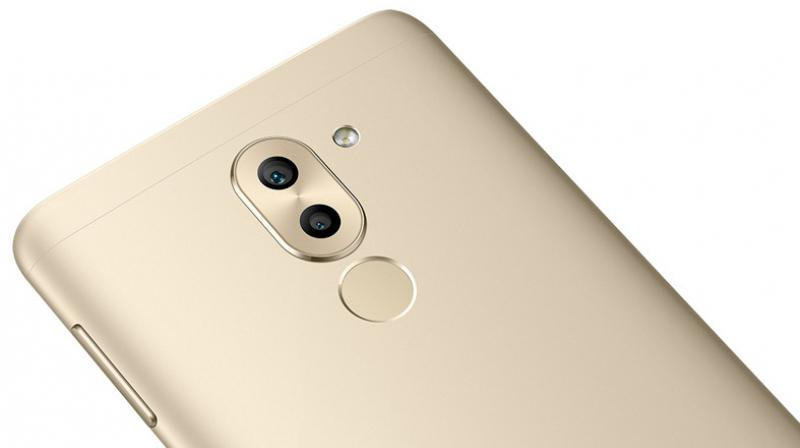huawei dual camera. according to the information provided on helpix, smartphone will be available in gold, huawei dual camera