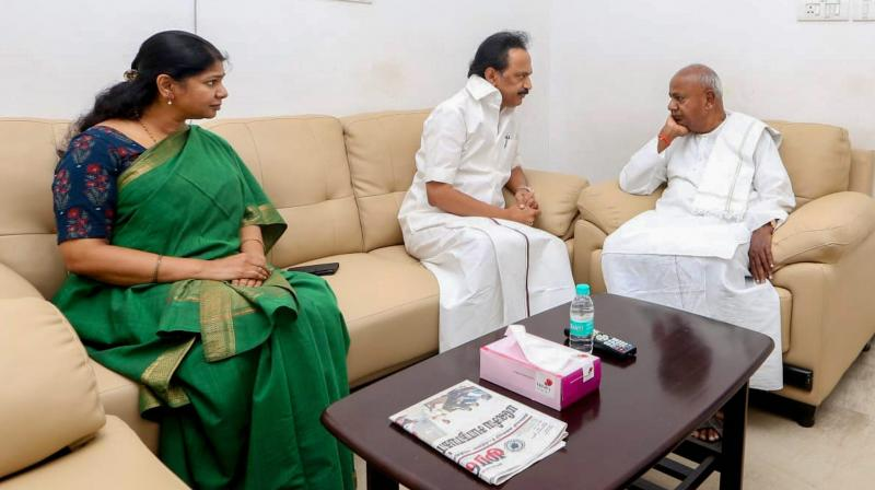 Former prime minister HD Deve Gowda meets DMK leaders MK Stalin and Kanimozhi in a hospital where their father and party chief M Karunanidhi, who is being treated for fever due to urinary tract infection, in Chennai, on Friday. (Photo: PTI)